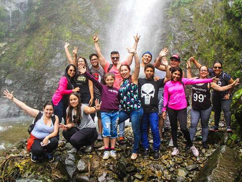 Paseo por Chiva Turística Hacia las Cascadas de Bucas