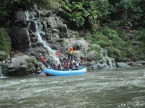 Rafting on the Tena