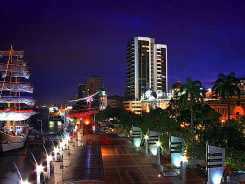 Guayaquil - Night Tour with Bar Rayuela