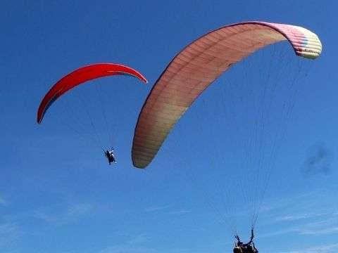 Paragliding flight in Playa Bruja, Montañita