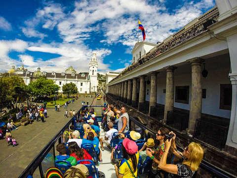 Bus por el Centro Histórico de Quito