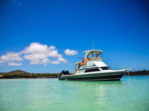 Full Day Safari en la Isla Pinzón y la Playa la Fe